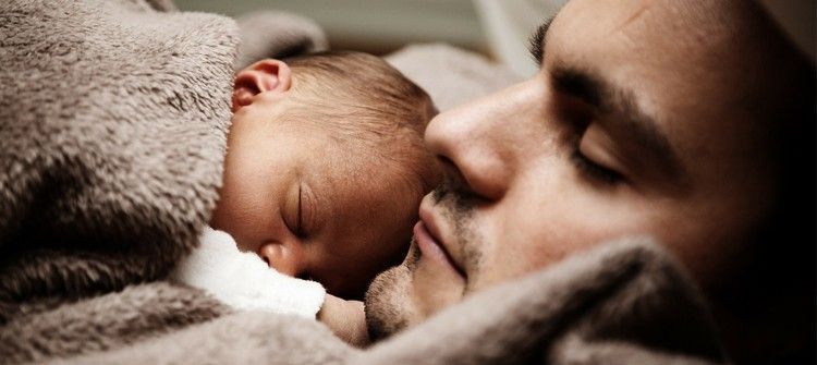 imagen día del padre con sus bebé